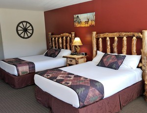 Double Queen Log Cabin Style Room Photo 1